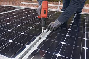 photovoltaik selber montieren die aufdachmontage in eigenregie. Black Bedroom Furniture Sets. Home Design Ideas