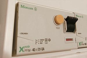 Bosch Kühlschrank Roter Schalter : Der fi schalter fliegt ständig raus! warum? anleitung & tipps vom
