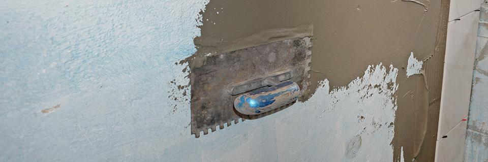 Fliesen Legen Eine Wand Halbhoch Verfliesen Anleitung Diybookat - Fliesen lösen sich von der wand