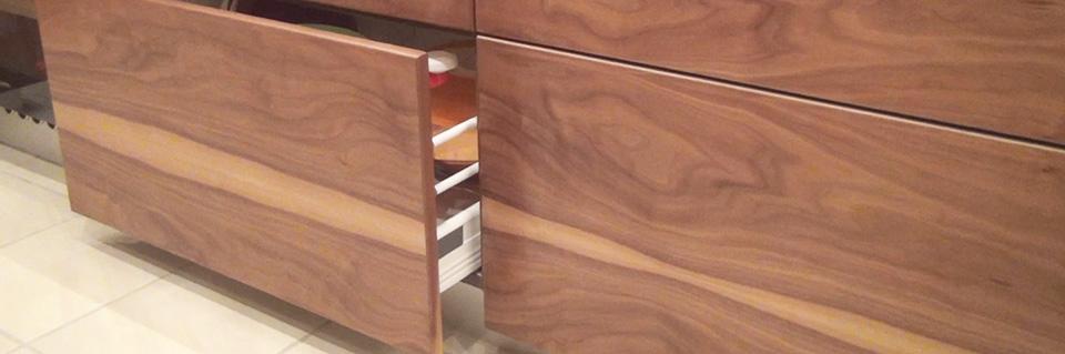 schrank mit kleinen schubladen. Black Bedroom Furniture Sets. Home Design Ideas