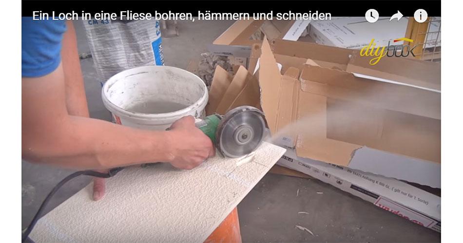 Fußboden Fliesen Bohren ~ Ein loch in eine fliese bohren hämmern und schneiden video