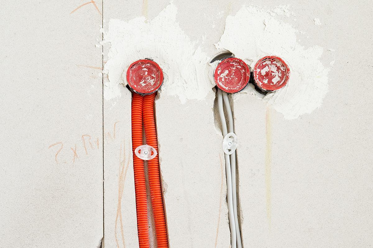 lampen mit farbigen kabeln erklärung