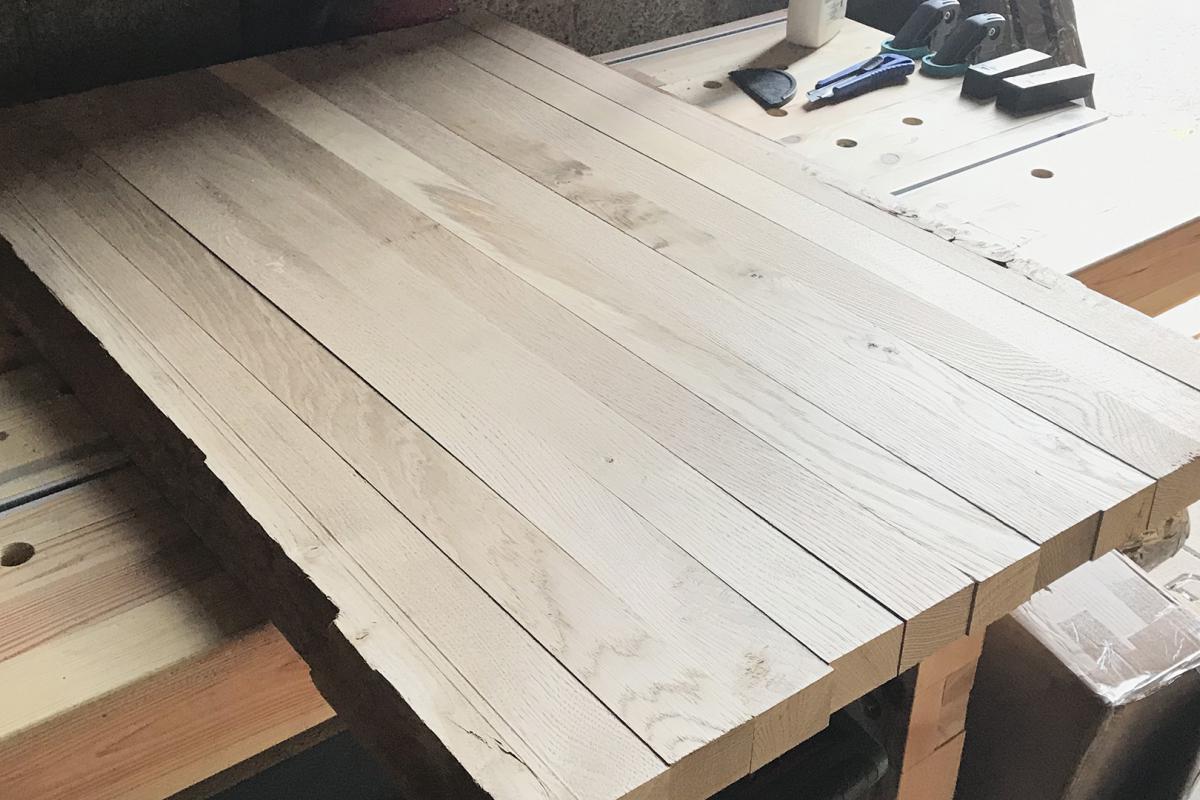 Couchtischplatte aus Eiche mit Baumkante selber bauen