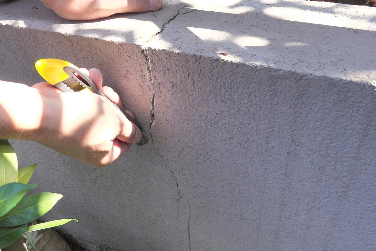 Prächtig Risse in der Fassade ausbessern | Verputzen und Spachteln &IL_42