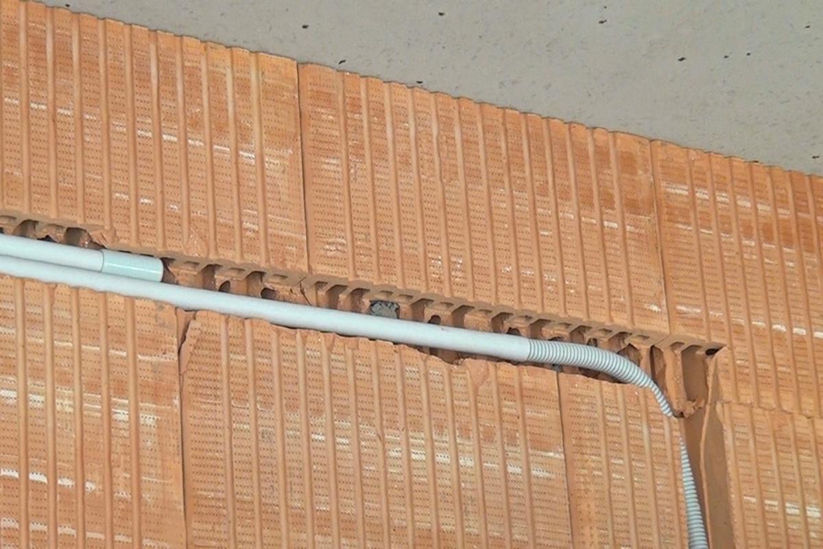 Häufig Elektroinstallation mit oder ohne Kabelschutzrohr? @ diybook.at PB43