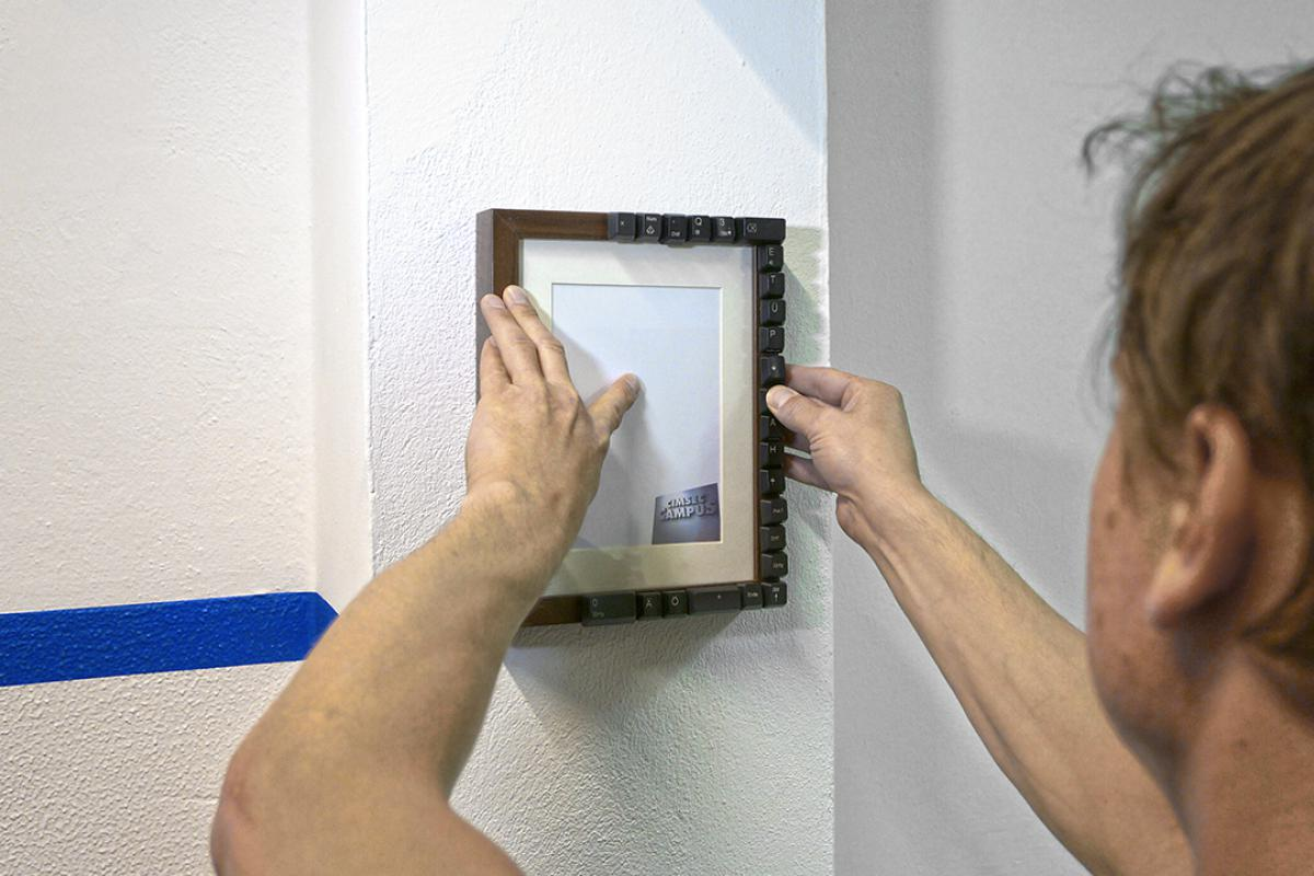 fotos aufhängen ohne wand zu beschädigen