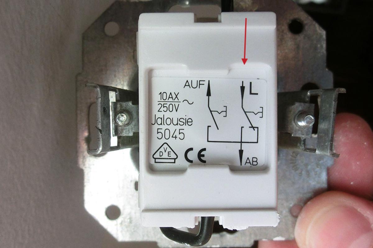 Sehr Schalter einbauen - Vorbereitung eines elektrischen Rollladens WP26