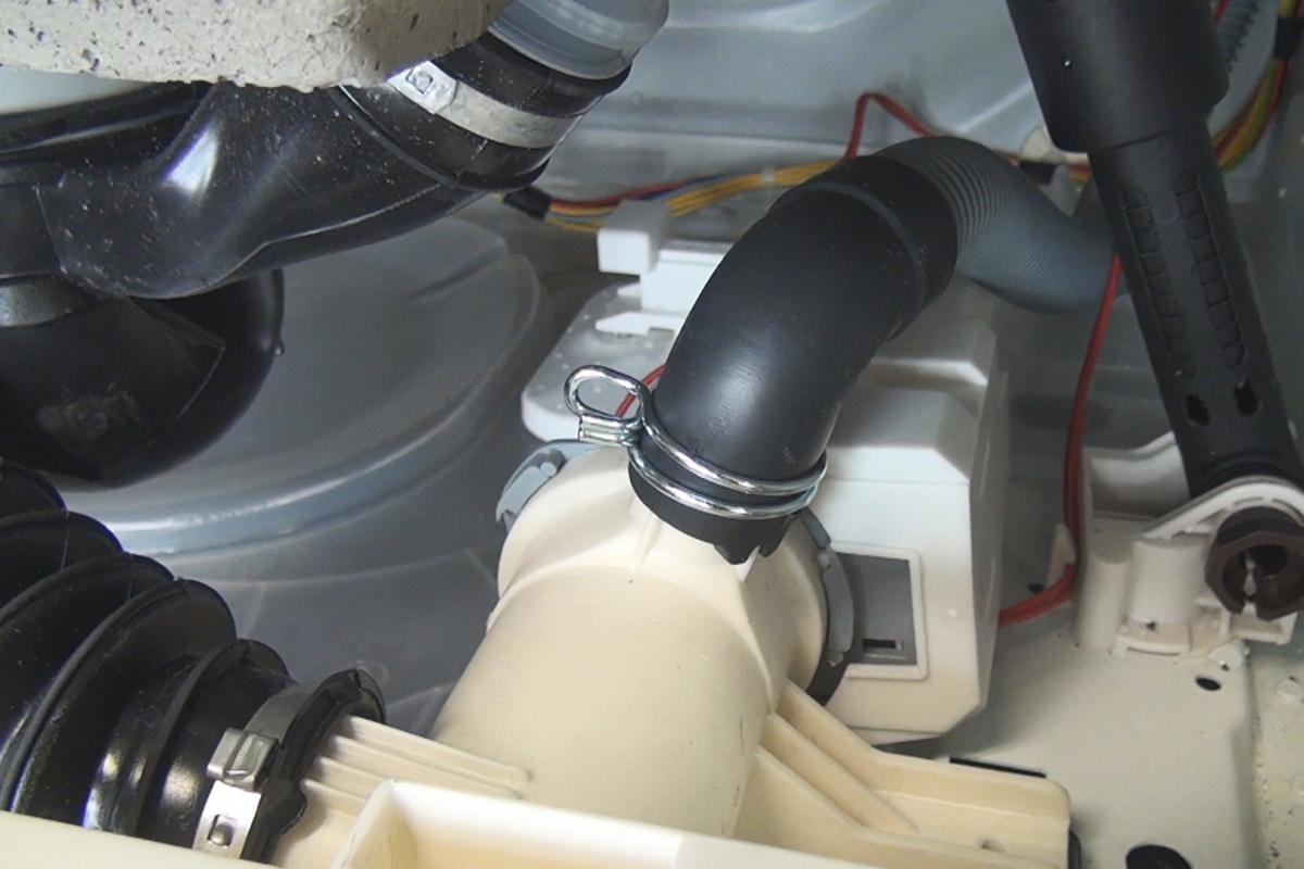 Top AEG Waschmaschine - Pumpe wechseln. Reparatur-Anleitung @ diybook.at XU08