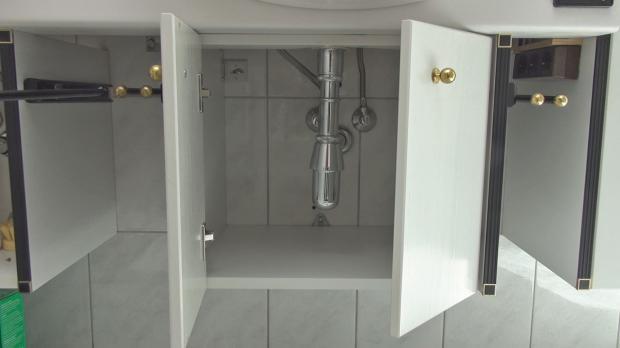 kaputtes scharnier reparieren anleitung. Black Bedroom Furniture Sets. Home Design Ideas