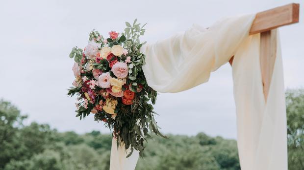 Bepflanzter Hochzeitsbogen