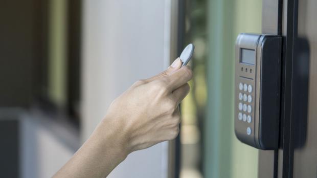 Öffnen der Tür per NFC-Chip