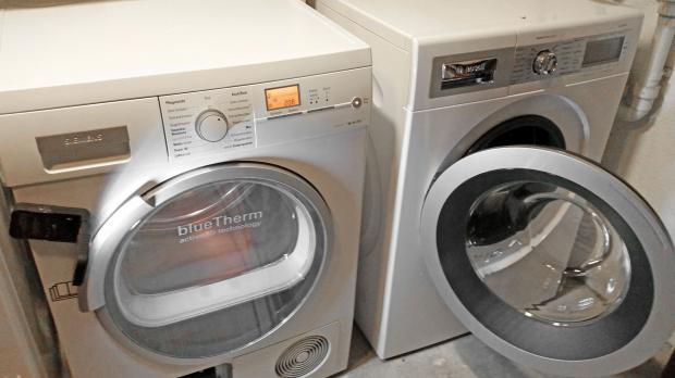 Trockner auf Waschmaschine oder daneben praktisch stellen