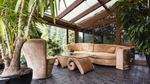 Wintergarten mit Glasdach und -wänden
