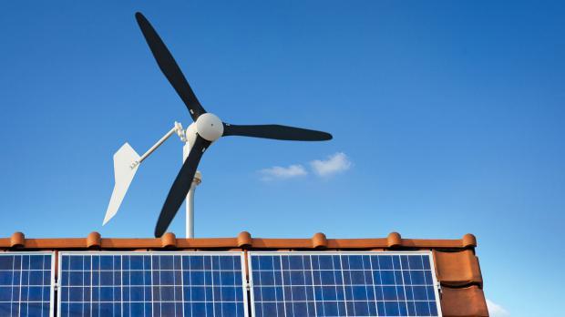 Kleinwindkraftanlage auf Häuserdach