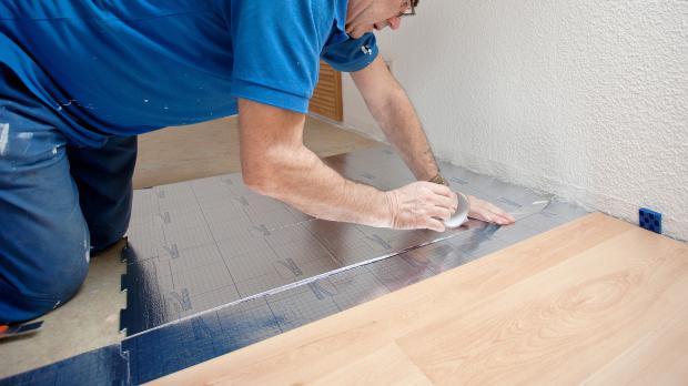 laminat unter trrahmen verlegen dampfsperre verlegen with laminat unter trrahmen verlegen. Black Bedroom Furniture Sets. Home Design Ideas