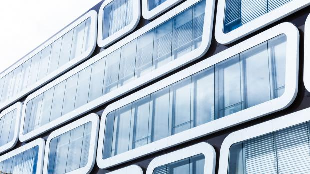 Moderne Fassadenelemente aus Glas