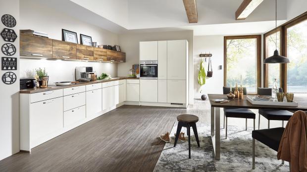 Große Küche in L-Form