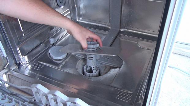 Schmutzfilter Der Spülmaschine Prüfen