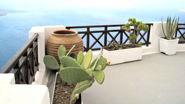Mediterraner Balkon mit Holzbrüstung