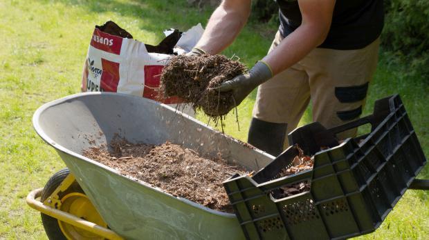 humus selber machen auch ohne kompost garten. Black Bedroom Furniture Sets. Home Design Ideas