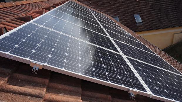 photovoltaik auswirkungen der verschattung von solarmodulen elektroinstallation schritt. Black Bedroom Furniture Sets. Home Design Ideas