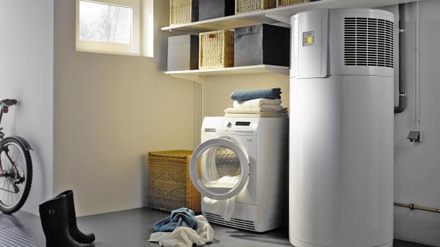 Brauchwasser-Wärmepumpe im Waschraum