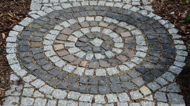 Kleinpflaster aus Granit und Basalt