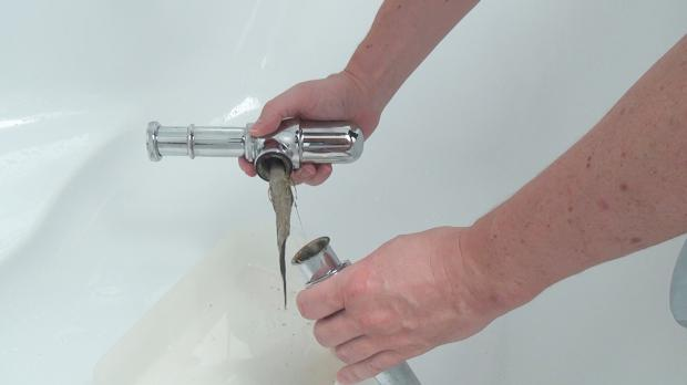 waschbecken siphon reinigen der flaschensiphon. Black Bedroom Furniture Sets. Home Design Ideas