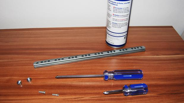Neue Schubladenschiene mit Werkzeug