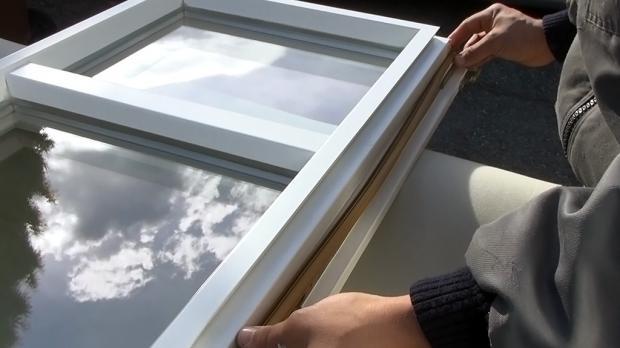 Neue Fensterdichtung vollständig einsetzen