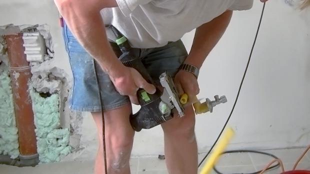 Da die alten Absperrventile wiederverwendet werden, werden diese jetzt vorbereitet
