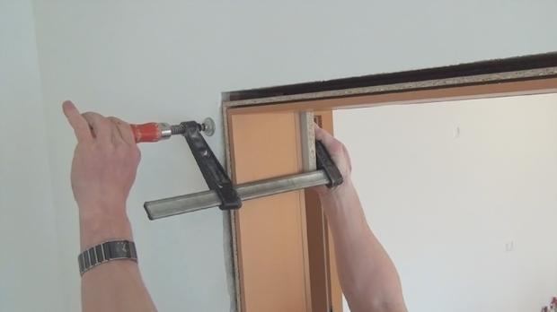 Tür montieren  Tür einbauen, Türzarge einbauen - Anleitung @ diybook.at