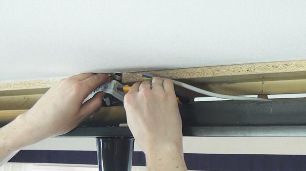 Kabeleinführungen an Installationsdose vorbereiten