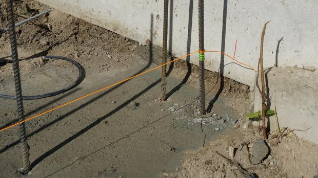 vorbereitung f r die gartenmauer streifenfundament abdichten und einmessen anleitung