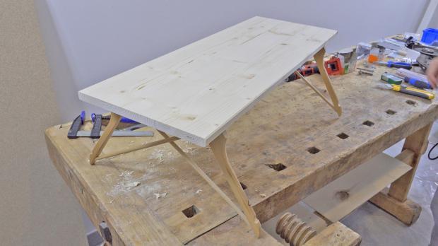 Fertiger Bett-Tisch