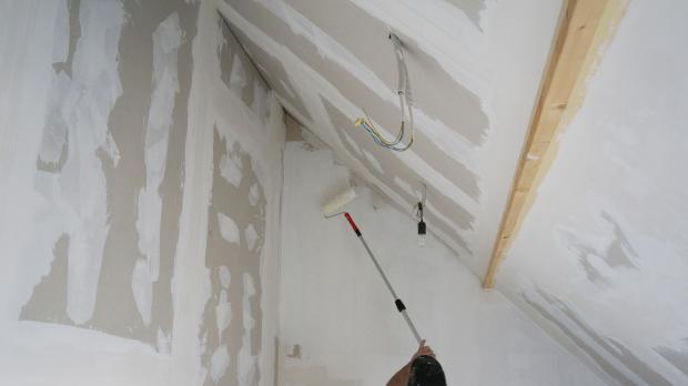 Bügel weg von Wand und Decke