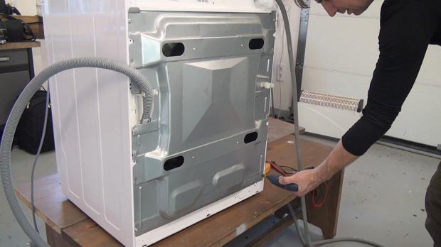 Waschmaschinen-Rückwand wieder schließen