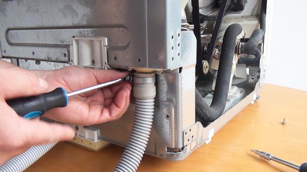 Extrem Miele Waschmaschine läuft aus: Undichten Waschmaschinen-Zulauf UQ72