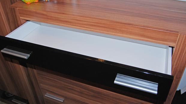 Schublade mit geradem Auszug