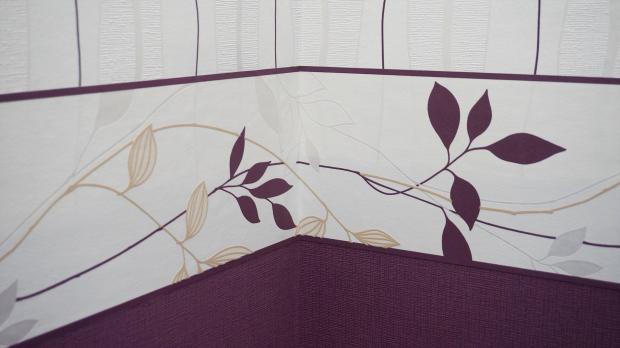 Tapezierte Wand mit Bordüre