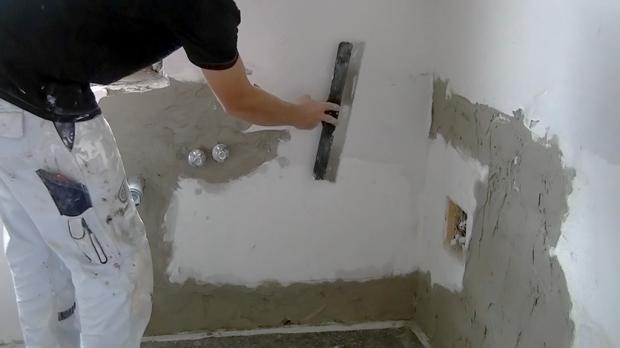 Auch Die Grob Verputze Wand Wird Gespachtelt