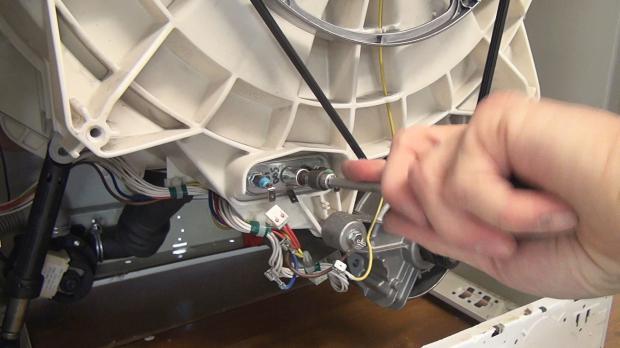 Bauknecht-Waschmaschine: Heizstab wechseln - Anleitung @ diybook.at