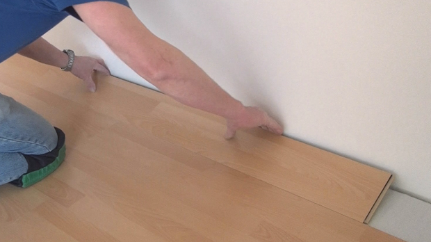 laminat verlegen video excellent men with laminat. Black Bedroom Furniture Sets. Home Design Ideas