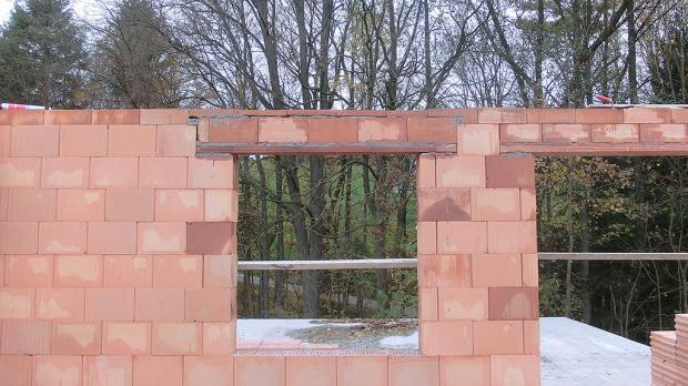 Der Fenstersturz ist eingebaut