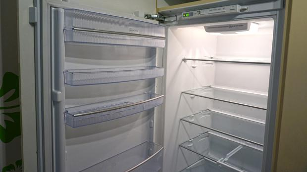 Aeg Kühlschrank Türanschlag Wechseln : Kühlschrank scharnier wechseln anleitung diybook at