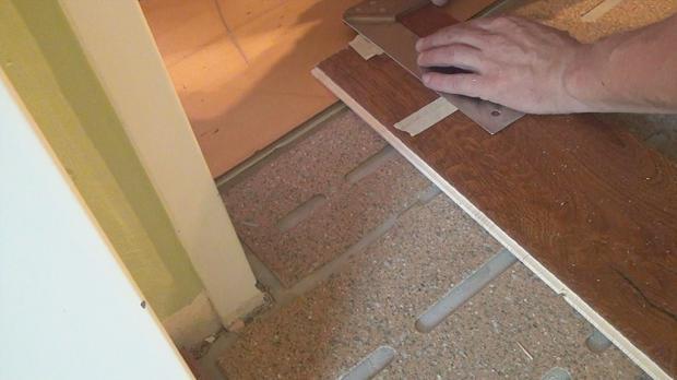 Fußboden Verlegen Tür ~ Parkett verlegen die teilverklebung anleitung diybook at