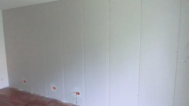 Fertige Vorsatzschale als Schallschutz und Installationswand