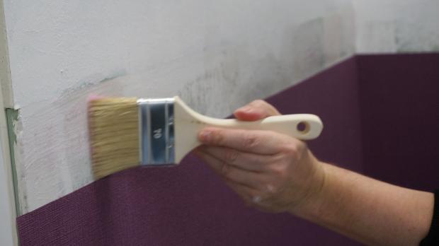 Oberen Randbereich mit Kleisterpinsel bearbeiten