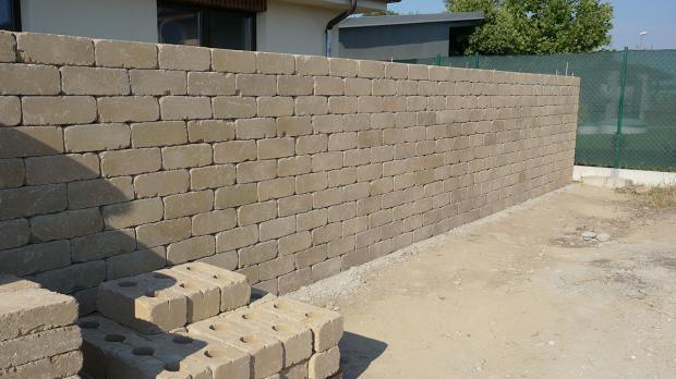 Gartenmauer selber bauen das errichten einer betonsteinmauer anleitung - Gartenmauer fertigteile ...