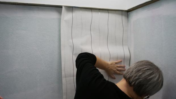 Obere Tapetenbahn Einsetzen With Decke Tapezieren.
